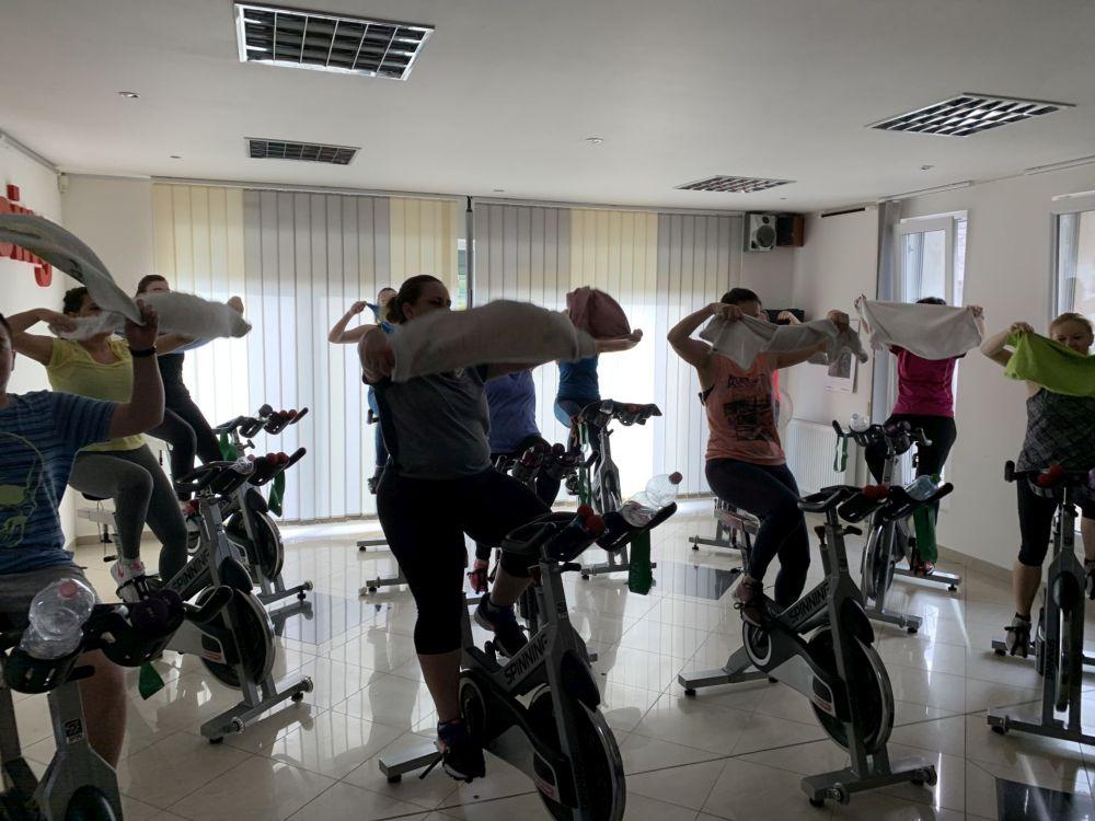 KomlóFitt Egyesület, SpinRacing, InterSpin, Funkcionális edzés, Versenyaerobik, Sportaerobik, Ovis torna